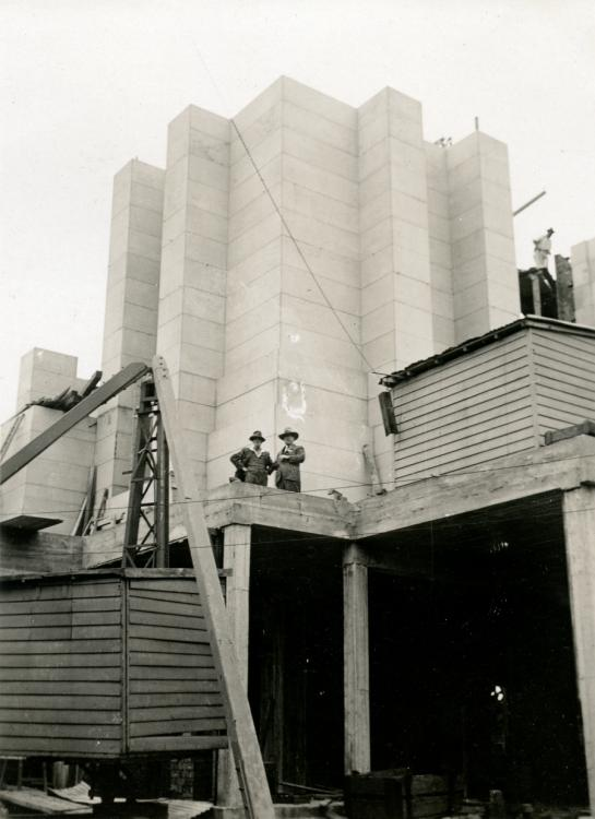 Rayner Hoff and Bruce Dellit on the building site c 1932 - courtesy Sylvia Embling archive